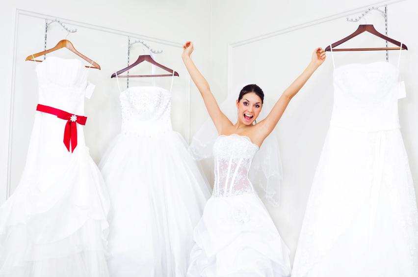 Свадебных салонов в Брянске немало, некоторые специализируются только на свадебных платьях, а некоторые предлагают еще и вечерние, чтобы например подружки